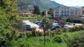 Ampio parcheggio vicino rotatoria dietro distributore Agip - Andrea Facchetti