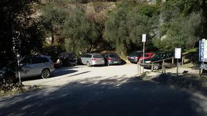 Parcheggio sotto la falesia 7/8 macchine - Andrea Facchetti