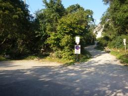 Piazzola parcheggio e stradina sterrata che porta alla falesia Red Point Wall - Andrea Facchetti