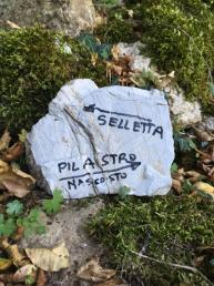 """Indicazioni """"on the rocks"""" dei varii settori. - Andrea Righetti"""
