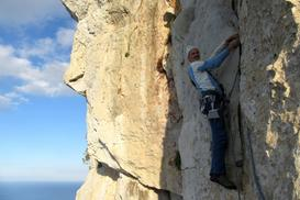 Heinz Grill nell ultimo tiro. - Paradiso di arrampicata in Sicilia