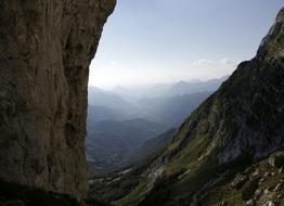 Vista della Val Resia dalla Parete, torrione del Mulaz, presso l'attacco della via. - Fondazione degli Amici di L. Ron Hubbard