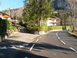 Accesso alla falesia. Percorrendo la strada verso il Monte Pora, prendere la strada privata a sinistra - Marco Arrigoni