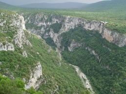 Le Verdon vu de la Maline, sur la falaise en face, les Cavaliers - Wikipedia